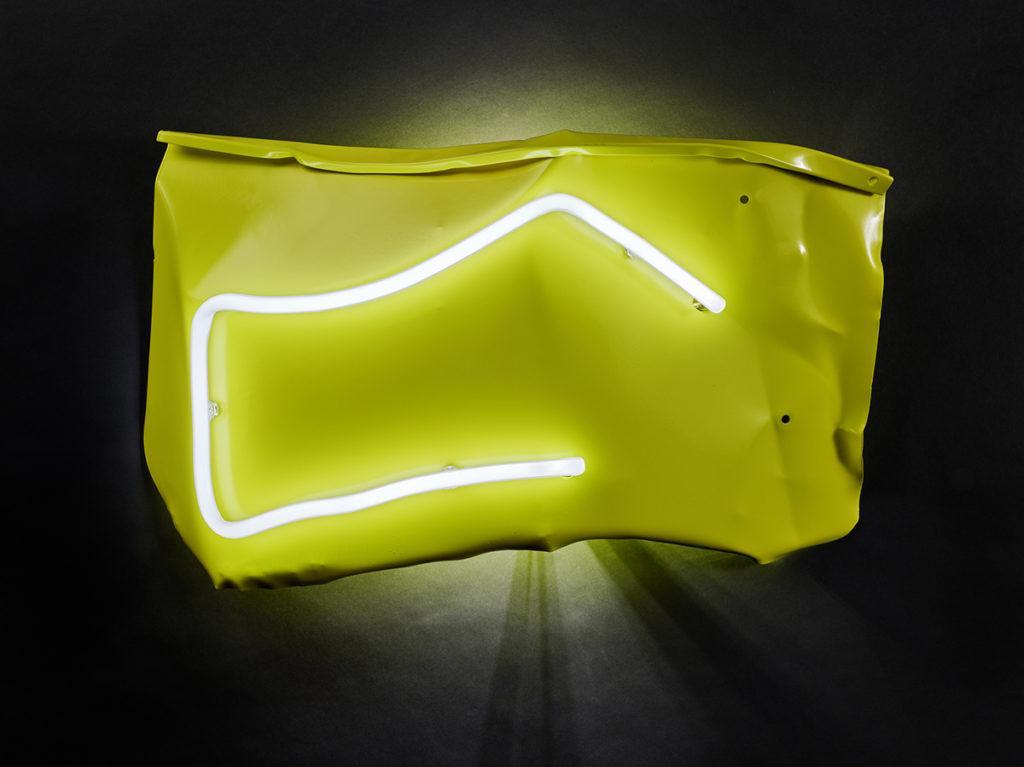 Froissé I, 2016 - Tôle peinte, LED, néon38 x 60 x 12 cm