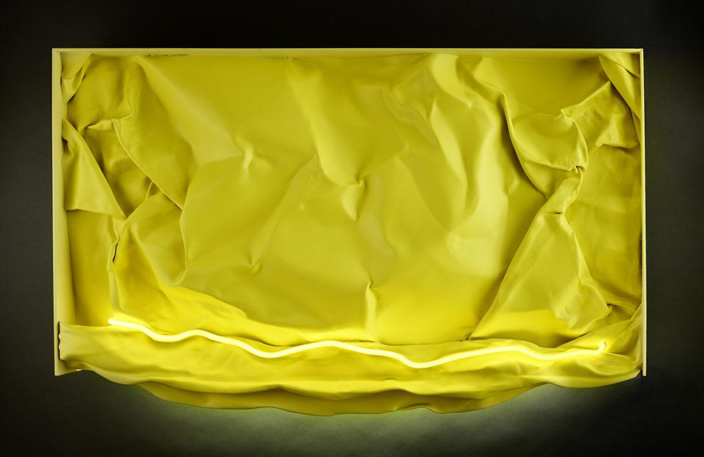 Froissé XIII, 2018 - Tôle peinte, LED, tube néon 70 x 110 x 14 cm